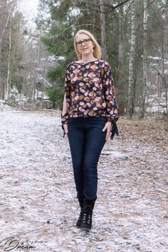 Breaking the pattern and the Sade blouse > with my hands - Dream Named Clothing, Pattern Names, Sewing Patterns, About Me Blog, Hands, Book, Clothes, Women, Fashion