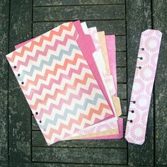 A5 Filofax dividers - set of 6, tabs on right hand slide. Pretty Pink and Oranges with FREE matching page marker