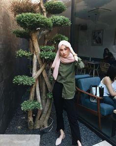 Modern Hijab Fashion, Street Hijab Fashion, Muslim Fashion, Modest Fashion, Fashion Outfits, Hijab Teen, Casual Hijab Outfit, Hijab Tutorial, Korea Fashion