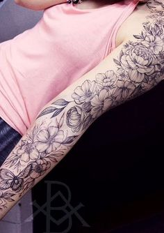 Fascinating sleeve tattoos for women: tips and ideas – foot tattoos for women flowers Tattoos For Women Flowers, Foot Tattoos For Women, Sleeve Tattoos For Women, Tattoos For Guys, Flower Tattoo Hand, Word Tattoos, Tatoos, Little Tattoos, Back Tattoo