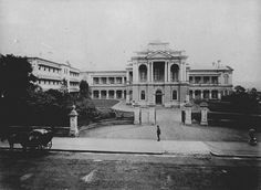 The Supreme Court taken from the George Street entrance in Brisbane in John Oxley Library. Empire Style, Supreme Court, Ancestry, Brisbane, Old Photos, Entrance, Louvre, Australia, Houses
