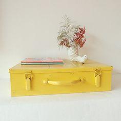 Vintage alter Metall Koffer von LeFlair auf Etsy
