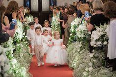 Dama de honra e pajem do casamento de Giovana e Guilherme, publicado no Euamocasamento.com. Foto de Marina Fava Fotografia #euamocasamento #NoivasRio #casabemcomvocê