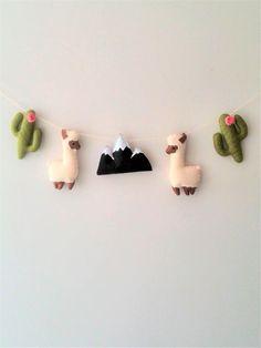 ♥ Lama et guirlande de pépinière de Cactus ♥♥♥ je vais exécuter sous la commande dans les 10 jours !!! ♥ Guirlande pour chambre d'enfants, des figures très volumineux : lamas, montagne et cactus. La longueur du fil est de 1,5 mètres. Les chiffres sont en feutre uniquement fait à la