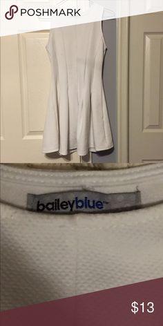 White Skater Dress White Skater dress from Marshall's! In excellent condition! Very flattering to the body! #white #skaterdress Marshalls Dresses Midi