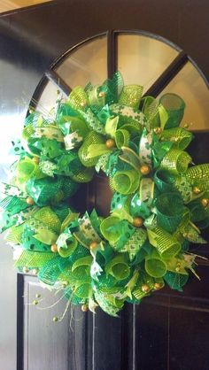 That's So Pinteresting!: St. Patrick's Day Deco Mesh Door Wreath
