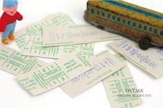 ticket イギリスからやってきたバスチケット。 ロール紙を機械からちぎりとった際の切り口や、擦れたプリントなど、国内品にはない風合いがお洒落なチケットです。 厚めのわら半紙のような手触りも味があって魅力的です。  お部屋に飾るだけでなく、コラージュの素材にしたり、メッセージカードのようにラッピングに使用しても喜ばれそう。ひもを通して栞代わりにしても素敵ですよ。