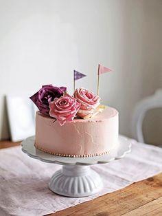 Cake idea from Swedish baking book Pretty Cakes, Beautiful Cakes, Amazing Cakes, Mini Cakes, Cupcake Cakes, Candybar Wedding, Fashion Cakes, Small Cake, Vegan Cake