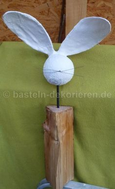 Bastelanleitung Hase aus Holz und Gips Handicraft instructions rabbit made of wood and plaster Happy Easter, Easter Bunny, Diy For Kids, Crafts For Kids, Memorial Day Sales, Ideias Diy, Diy Clay, Spring Crafts, Easter Crafts