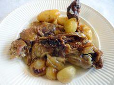 De segundo, un asado tradicionalmente navideño: Espalditas de cabrito al horno.  http://blog.cosasderegalo.com/2013/12/receta-de-espalditas-de-cabrito-al-horno/