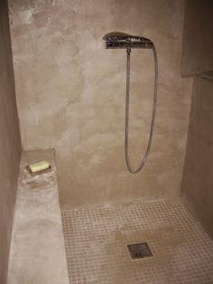 Salle de bain italienne mosaïque, teck ou galet | Интерьер ...