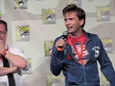 David Tennant & John Barrowman Kiss - SD Comic Con '09  I would have screamed and fainted if I kissed David Tennent