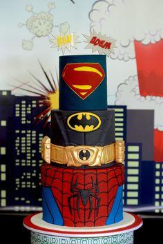 Awesome Superhero Cake -- pretty sure 5yos head would explode!! Batman Cupcakes {Superhero Party}