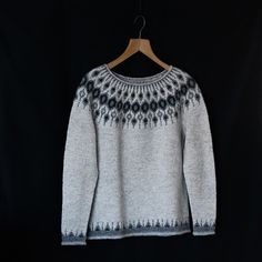 dic ♡ The design is gorgeous and the pattern is perfect ♡ Mods: no waist shaping and I made a larger size because I wanted a boyfriend sweater look. Icelandic Sweaters, Wool Sweaters, Jumper Patterns, Knit Patterns, Nordic Sweater, Knit Leg Warmers, Boyfriend Sweater, How To Start Knitting, Fair Isle Knitting