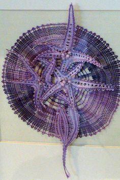 Terug naar 't kantkussen. Lace Heart, Lace Jewelry, Bobbin Lace, Textile Art, Lace Detail, Textiles, Crochet, Modern, Bobbin Lacemaking