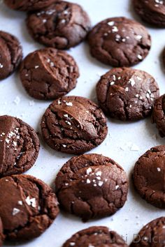 Nutella fudge cookies are seriously delicious and completely irresistible. Reminiscent of a rich and fudgy crinkle cookie, these may just be the Nutella cookie to top all other Nutella cookies.