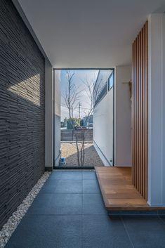 玄関のインテリア・間取り | 注文住宅なら建築設計事務所 フリーダムアーキテクツデザイン Modern Japanese Interior, Japanese Modern House, Asian Interior Design, Bali House, Kerala Houses, Natural Interior, Hall Design, Space Interiors, House Entrance