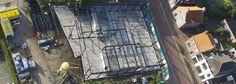 De staalconstructie voor de benedenbouw staat. Foto genomen met een drone.
