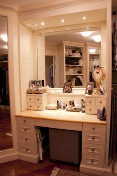 ideas diy makeup vanity lights walk in closet for 2019 Vanity Desk With Lights, Make Up Desk Vanity, Bathroom With Makeup Vanity, Ikea Makeup Vanity, Makeup Vanity Lighting, Vanity Decor, Diy Vanity, Bathroom Vanity Lighting, Vanity Ideas