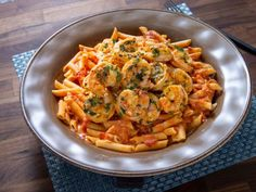 Get Pasta with Vodka Sauce and Shrimp Recipe from Food Network Rachael Ray New 30 Minute Meals Shrimp Recipes, Sauce Recipes, Pasta Recipes, Dinner Recipes, Cooking Recipes, Chicken Recipes, Paleo Dinner, Cooking Videos, Penne