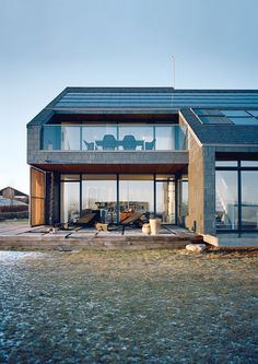 A Danish family left behindtheir 1970s suburban home to live as test subjects in this green home prototype.