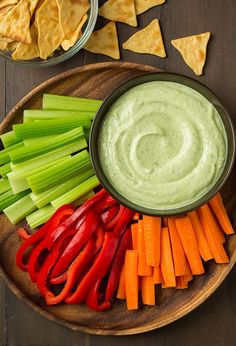Avocado Greek Yogurt Ranch Dip - Cooking Classy-We all love ranch dips but have you tried an avocado ranch dip yet? Avocados are no doubt one of my favorite ingredients so I add them to just about anythi Healthy Dip Recipes, Healthy Dips, Appetizer Recipes, Healthy Eating, Cooking Recipes, Party Recipes, Healthy Dip For Veggies, Mini Appetizers, Healthy Appetizers
