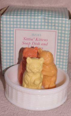 Avon Sittin' Kittens Milk Glass Soap Dish with 3 Kitten Soaps  1973-1975