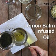 Cold Sore Lip Balm {with lemon balm},Herbal & Healthy Stuff This DIY lip balm features lemon balm, a potent antiviral that fights cold sores. It's also a great all-purpose lip balm for dry chapped lips! Homemade Lip Balm, Diy Lip Balm, Homemade Beauty, Diy Beauty, Beauty Hacks, Beauty Tips, Beauty Care, Sore Lips, Aloe Vera Creme