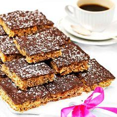 Havrerutor med täcke av smält choklad