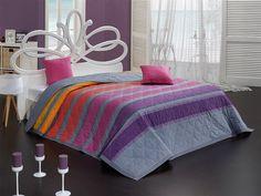 Všechny odstíny mystické fialové v kombinaci se šedou jsou pro ložnici ideální. Přehoz Elle navíc přidává ještě trochu červené a žluté, aby bylo v pokoji veseleji. Krásné barvy, příjemná bavlna a stylový doplněk na vaši postel, rozměr 220 x 240 cm, cena 1149 Kč; TIPTRADE