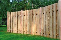 Der Lärche Lattenzaun Ottawa von www.GreenSeason.de ist ein naturbelassener und preiswerter Holzzaun, der sich besonders harmonisch in Ihren Garten einfügt. Er ist der ideale Dichtzaun, der als Lamellenzaun mit...