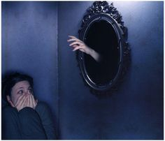CATOPTROPHOBIA - Fear of mirrors