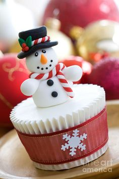 25 Beautiful Christmas Cupcake Decorating ideas for your inspiration | Pinterest | Cake Cup cakes and Cake cookies & 25 Beautiful Christmas Cupcake Decorating ideas for your inspiration ...