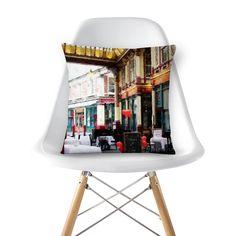 Compre leaden hall Market London Great Britain de @tutticelle em almofadas de alta qualidade. Incentive artistas independentes, encontre produtos exclusivos.