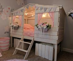 48 best ideas for tree house bedroom loft Bunk Bed Tent, Playhouse Bed, Kids Bunk Beds, Girl Loft Beds, House Beds For Kids, Cool Beds For Kids, Tree House Beds, Low Loft Beds For Kids, Little Girl Beds