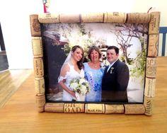 DIY: Create a Lovely Picture Frame Using Wine Corks (http://blog.kicksend.com/diy-make-picture-frame-wine-corks/)
