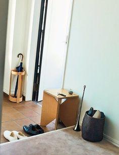 【完全版】考えずに物を捨てられる「即捨てできるもの一覧表」 | サンキュ! Hamper, Housekeeping, Organization, Handmade, Home Decor, Life, Getting Organized, Organisation, Hand Made