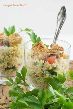 Mein Lieblingsrezept für unterwegs: Couscous-Salat mit paniertem Feta. Der schmeckt sowohl auf der Picknick-Decke als auch überall sonst.