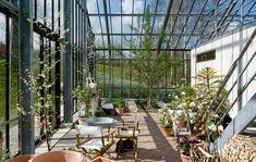Reportage: De bor i et glashus Tropical Architecture, Mediterranean Architecture, Landscape Architecture, Landscape Design, Architecture Design, Outdoor Garden Rooms, Glass House Design, Glass Pavilion, Wooden Greenhouses