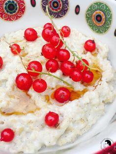 Porridge mit Johannisbeeren und Ahornsirup