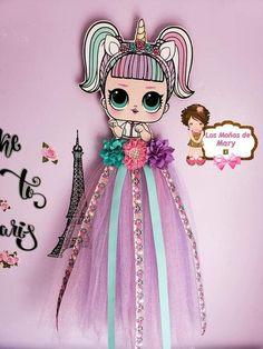 Portamoños Coketa, - MyKingList.com Fabric Flower Tutorial, Fabric Flowers, Bow Tutorial, Felt Flowers, Making Hair Bows, Diy Hair Bows, Ribbon Hair, Diy Hair Bow Holder, Bow Holders