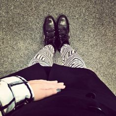 """//Outfit of the day - """"Madison Square""""  Leggings: Calzedonia, Kleid: Mango, Bluse: s.Oliver, Stiefeletten: Hailyes  xoxo loo"""