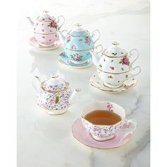 Royal Albert Country Roses Tea For One ($85) ❤ liked on Polyvore featuring home, kitchen & dining, teapots, frames & background, blue floral, blue tea pot, bone china, rose bone china, tea for one teapot and tea for one pots