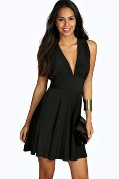 Look knock-out on nights out in figure-skimming bodycon fits, flowing maxi lengths and stunning sequin-embellished occasion dresses. Yellow Dress, Dress Black, Blazer Dress, Occasion Dresses, Cute Dresses, Shirt Style, Night Out, Sequins, Celine