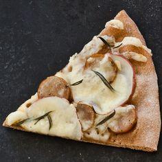 Chicken Sausage and Potato Pizza (Comfort-Food Pie) by health.com 168 calories/slice. #Pizza #Chicken_Sausage #Healthy