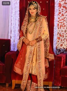 Khada dupatta red white cream Nikkah Dress, Pakistani Formal Dresses, Indian Dresses, Indian Bridal Outfits, Bridal Dresses, Khada Dupatta, Indian Designer Suits, Asian Bride, Embroidered Clothes