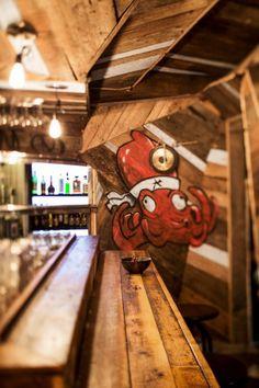 Vibrant Barrestaurant Inside An Articulated Wooden Snake Izakaya Kinoya - http://interior-design.info/vibrant-barrestaurant-inside-an-articulated-wooden-snake-izakaya-kinoya/