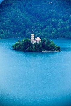 Azul, Lago Bled, Eslovênia  foto via trama