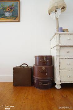 Un détail de la suite parentale sous les combles : les jolies malles vintage