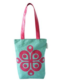 So, you want to go to your college and are confused about which bag to carry. A bag that showcases your style, love for fashion and yet helps you stand out from the crowd. This printed Jute bag from Earthen Me can be a great choice  http://www.earthenme.com/New-Arrivals/Full-Print-College-Green-Tote-Bag-id-2030450.html